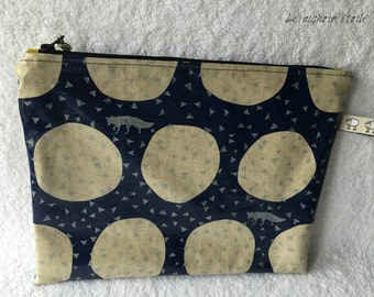 Zippered laminated iPad linen and cotton Silver Foxes dark blue case
