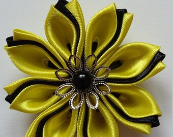 Pair of kanzashi flower hair clips