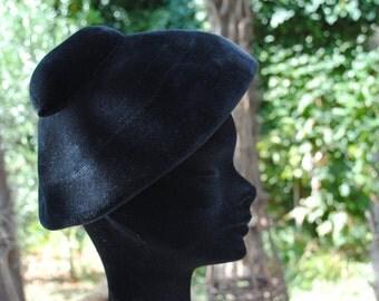 Hat/Béret/Périod New look/Black velvet felt 1950