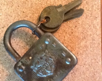 Vintage #77 Master Lock with keys