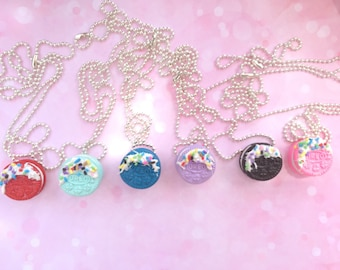Oreo necklace/ kawaii/ miniature fake food/ oreo fake food/ fake food jewelry/ miniature oreo necklace/ miniature oreos/Oreo cookie necklace