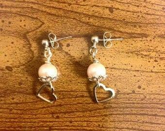 Simple pink pearl earring