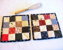 Quilted POT HOLDERS/Hot Pads/Quilted/Insulated/Oven Mitt/Trivets/Coasters/Baking Mitt/Cooking Mitt/Patchwork/Postage Stamp Quilt -- Set of 2