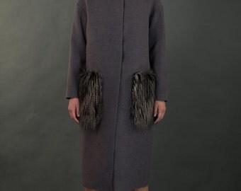 пальто с меховыми карманами/coat with fur pockets