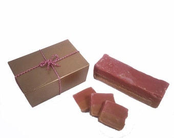 Strawberry & Cream Handmade Fudge 300g Gift Box