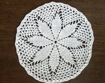 SMALL DOILY WHITE