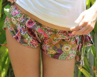 Hot Pants in the Hawaii-print - handmade