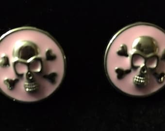 Pink Snaps with Skull and Cross Bones.  This snap fits all 18mm - 20mm jewelry