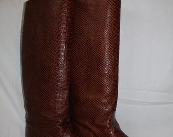 Hitting leather boots Daniel Guccini