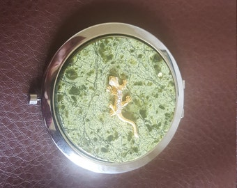 Beautiful compact mirror