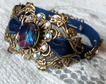 DUSKY PRINCESS. Romantic bracelet Victorian style with natural Pearl and Brass filigree.