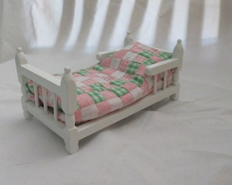 """Dollhouse Twin size Quilt """"Pink Gingham and Roses"""""""
