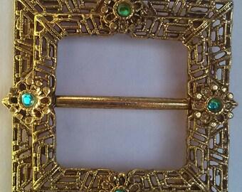 Buckle brooch