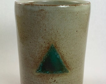 tumble with turquoise triangle