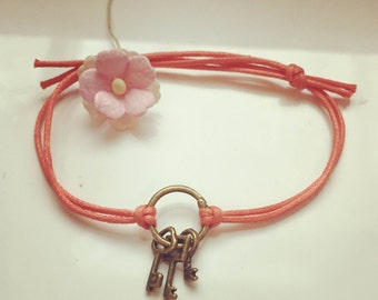 Key - blogger, key, key to Halim on a bracelet in salmon, waxed cotton, vintage, statement,