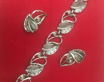 Sarah Coventry Windfall design bracelet and clip earring set, vintage