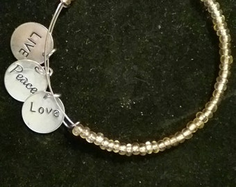 Adjustable memory wire bracelets