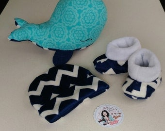 baby shoes + stuffed toy + cap or baby bib