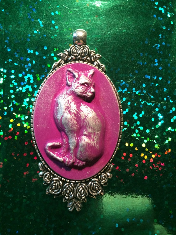 Cat cameo pendant