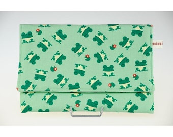 Sleeve cover in ecru cotton with designs of green frogs, lined cotton.