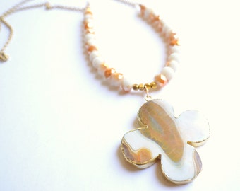 The Diantha- White and Gold Agate Flower Pendant Necklace