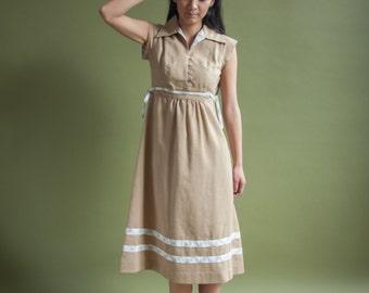 70s tan woven empire waist dress / cap slv midi dress / oversized collar dress / s / 1925d / B12