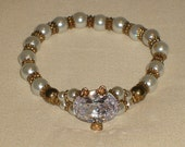 Handmade pearl bracelet with a big sparkle