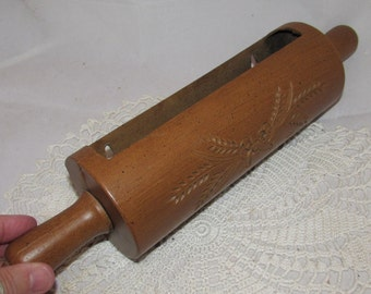 Vintage Plastic Rolling Pin Kitchen Wall Pocket by Homco, 1985, Faux woodgrain, holder, kitchen decor, baking