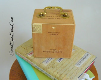 Vintage Cigar Box Purse / Tiny One Wooden with Metal Handle / Unfinished Wood / Sliding Door / La Flor Dominicana