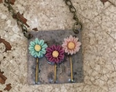 3 Daisies Cabochon Flower Necklace