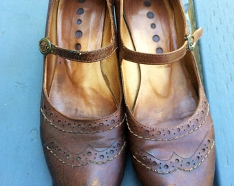Womens brown leather Logan brand mary jane shoes. Size 6.5