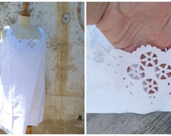 Vintage 1910 /1920 Edwardian white cotton adorned with  handmade embroiderys underdress  size L