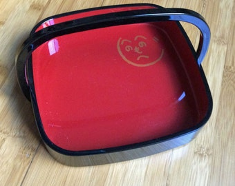 Red and black lacquered tray from Japan with handle featuring Heno Heno Moheji