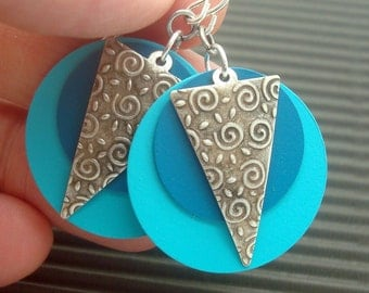 Disc Earrings in a Colorful Boho Chic Style in Turquoise and Teal Blue