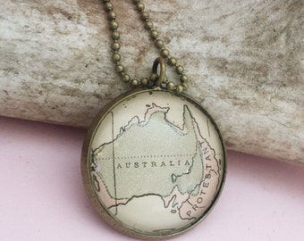 Map Pendant of the Country of Australia, Honeymoon Travel Trip Gift, Unique Pendant Souvenir Jewelry, Outback World Necklace