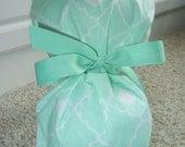 Fold Up Ponytail Scrub Hat in Mint Lattice Quatrefoil