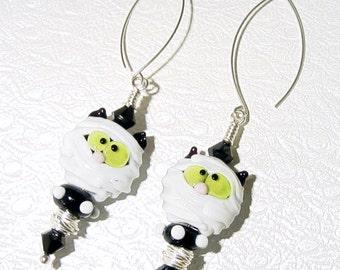 Happy Halloween Mummy Cats Lampwork Earrings SRAJD