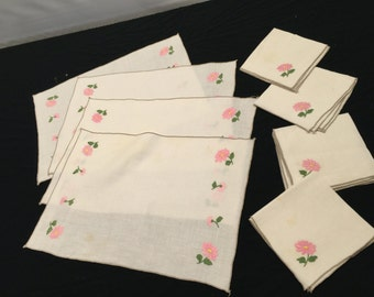 Set of 4 Vintage Off White Linen Placemats and Napkins with Embroidery Pink Flowers