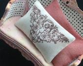 scale 1:12 pillow dollhouse miniature  Katie Arthur A937