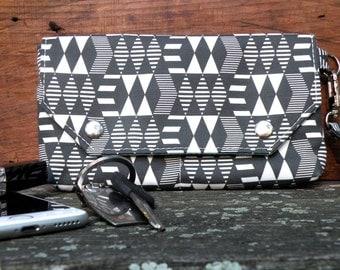 Wristlet Wallet, Phone Wallet, Geometric print, Vegan Wristlet, Black and White wallet, Removable strap, Zipper pocket, Small clutch
