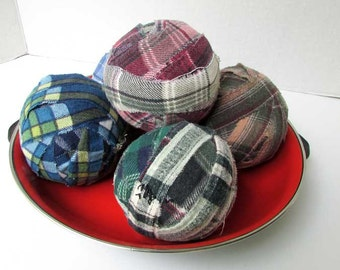 Set of 5 Vintage Worn Flannel Large Rag Balls, Plaid Rag Balls, Home Decor, Table Decor, Pet Balls, Cottage Decor, Vintage Rug Supply