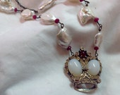 Beautiful crown brooch necklace with giant pearls