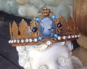 Large rusty metal and rhinestone santos crown