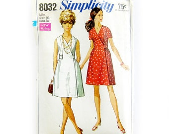 1968 Vintage Sewing Pattern - Wrap Dress Pattern  / Simplicity 8032 / Size 16