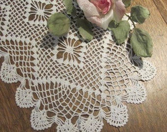 Beautiful Vintage Table Runner Doily, Scalloped Doily