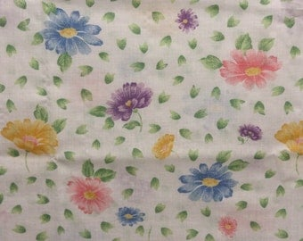 Vintage Daisy Flower Remnant, Daisy Fabric, Fabric Scraps, Stash Builder, Retro Fabric, Cotton Floral Fabric, Quilting Fabric, Sewing Fabric
