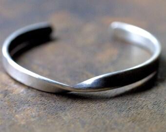 Sterling Silver Rustic Mobius Cuff Bracelet - Twisted Cuff Bracelet - Minimalist Jewelry - Unisex Bracelet