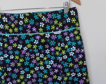 bright daisy flowers...vintage cotton A line skirt with yoke waistband