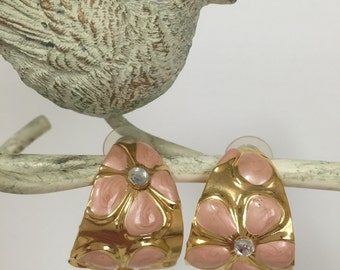 Vintage Hoop Earrings, By Hugo.  Gold Tone ,Pink Flowers ,Never Worn.