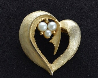 "On Sale Pretty Vintage Brushed Gold tone, Faux Pearl Heart Brooch, Pin, ""Roma""  (W14)"
